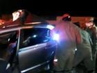 Uma pessoa morre e outra fica ferida após carro bater em poste;veja vídeo