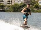 Adrenalina pura! Klebber Toledo arrasa ao gravar aula de wakeboard para o Gshow