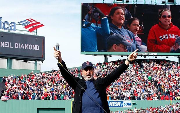 Neil Diamond cantor jogo Boston beisebol  (Foto: Getty Images)