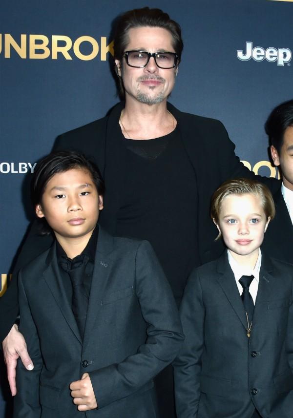 Brad Pitt com os filhos Pax e Shilloh (Foto: Getty Images)