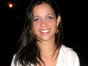Kelle Maria Araújo Silva, de 29 anos, encontrada morta na casa onde morava em Palmas, recebeu homenagens no Facebook (Foto: Kelle Araújo/Arquivo Pessoal)