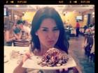 Fernanda Paes Leme deixa dieta de lado em churrascaria carioca