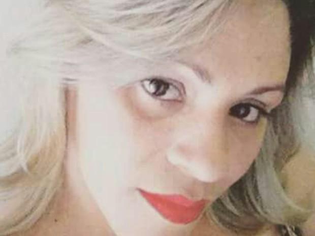Sheila Barbosa, 39 anos, morreu depois de ser atingida por raio em Luziânia, Goiás (Foto: Reprodução/TV Anhanguera)