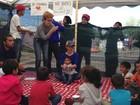'Elas estão tão traumatizadas que mal conseguem brincar': por que uma brasileira largou tudo para divertir crianças refugiadas