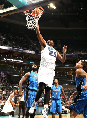 Al Jefferson, Orlando Magic e Charlotte Hornerts (Foto: Getty Images)