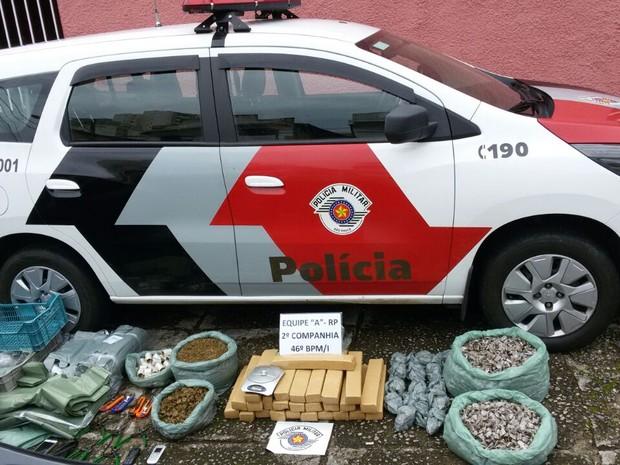 Três homens são presos com mais de 50 quilos de droga em São José (Foto: Divulgação/Polícia Militar)