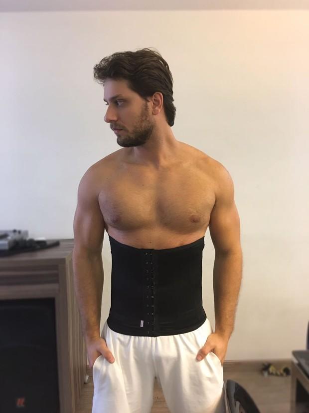 Eliéser usa cinta modeladora (Foto: Reprodução/Instagram)