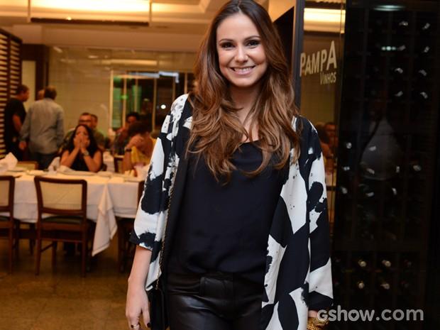 Aline Fanju comemora seu papel na telinha (Foto: Raphael Dias / TV Globo)