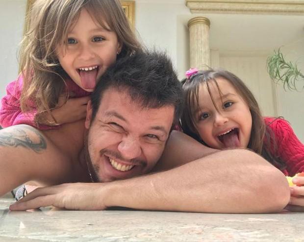 Bruno com Maya e Kiara (Foto: Reprodução/Instagram)