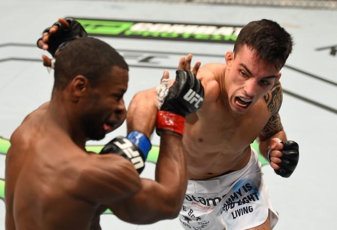 Thomas Almeida Yves Jabouin UFC 186 (Foto: Getty Images)