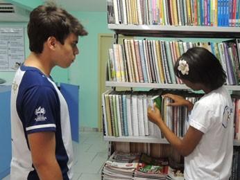 Estudantes sabatistas se preparam para as provas (Foto: Vitor Tavares / G1)