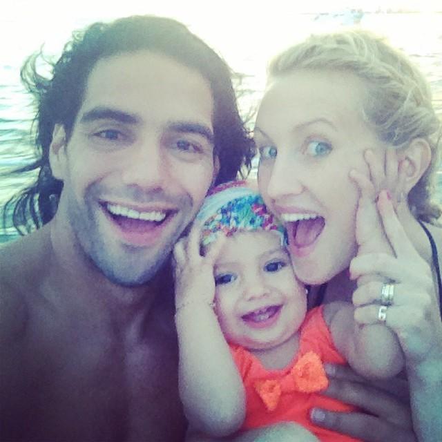 Falcao García e família na praia (Foto: Reprodução/ instagram)