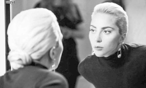Simone e Simaria retribuem homenagem a Lady Gaga