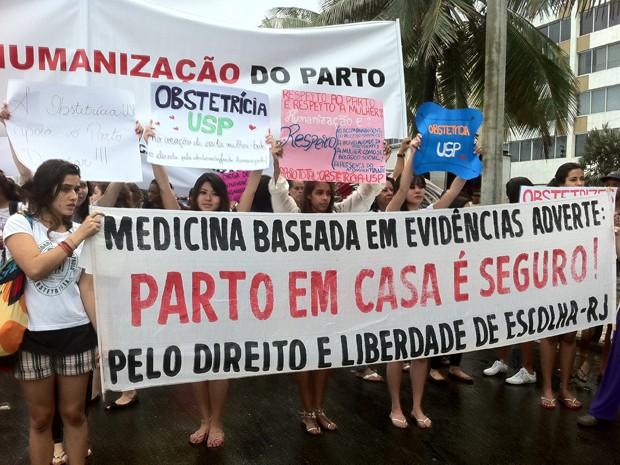 Marcha comemora ação que suspendeu decisão do Cremerj (Foto: Isabela Marinho / G1)