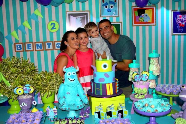 Dani Monteiro e família (Foto: Rogério Fidalgo/ Agnews)