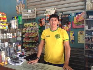 Comerciante Raimundo Carvalho também calcula prejuízos  (Foto: Jéssica Alves/G1)
