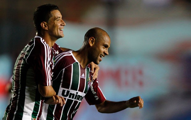 carlinhos  thiago neves arsenal x fluminense (Foto: Reuters)