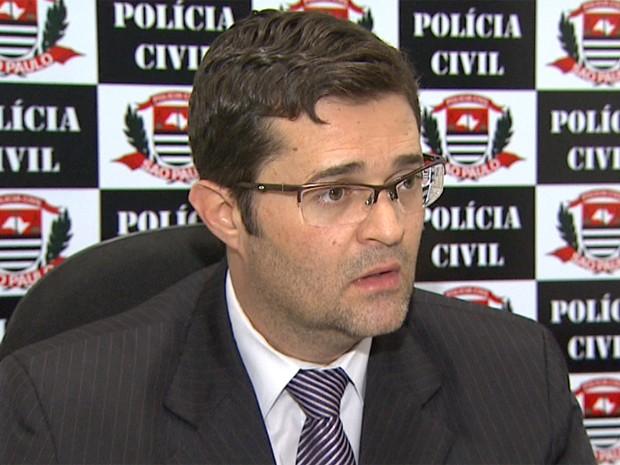 O delegado Ricardo Turra instaurou inquérito para descobrir quem são os outros membros da quadrilha (Foto: Paulo Souza/ EPTV)