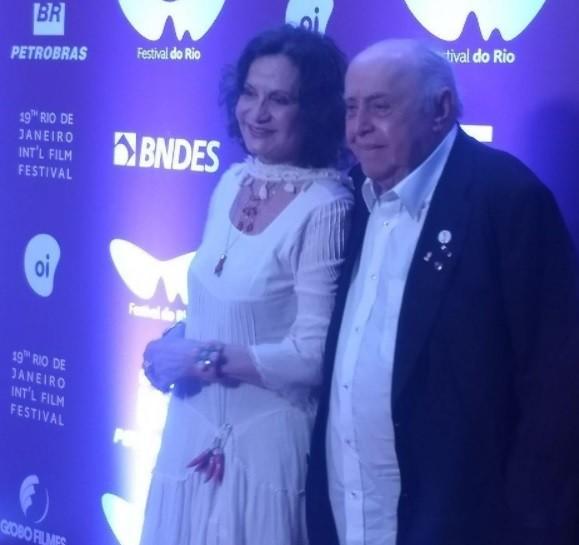 Rosa e Mauro quando chegaram para a sessão do filme O cravo e a rosa, que conta a história dos dois  (Foto: Reprodução/ Instagram,)
