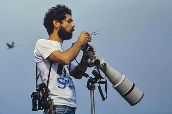 No início de carreira, Haroldo Palo Jr fotografa na Ilha dos Currais no Pantanal em 1984  (Foto: © coleção Haroldo Palo Jr)