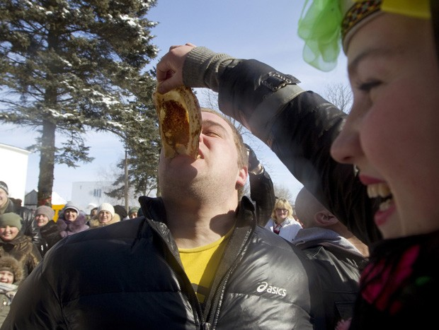 Tradição pagã é comemorada uma semana antes da quaresma (Foto: Vasily Fedosenko/Reuters)