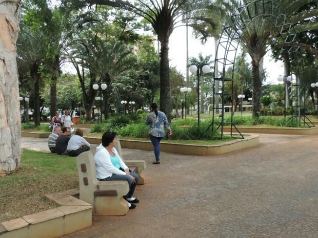 Praça da área central de Tietê (Foto: Caio Gomes Silveira/G1)