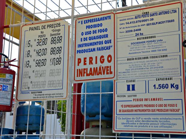 Novos preços dos botijões de gás passaram a ser praticados desde a terça-feira (1) (Foto: Caio Fulgêncio/G1)