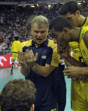 Bernardinho Polônia  x Brasil Liga Mundial vôlei (Foto: FIVB)