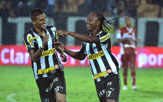 Andrezinho e Rafael Marques gol Botafogo CRB (Foto: Fernando Soutello / Agif)