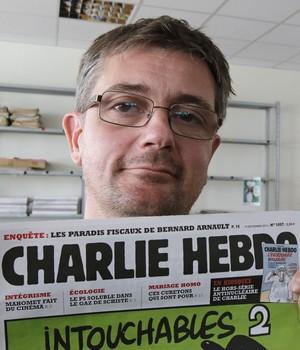 O cartunista francês Charb era diretor do Charlie Hebdo. Ele recebeu muçulmanas ofendidas para conversar na redação (Foto: AP Photo/Michel Euler)