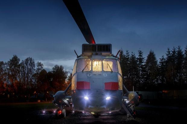 Helicóptero tem interior transformado em quarto de hotel (Foto: Divulgação)