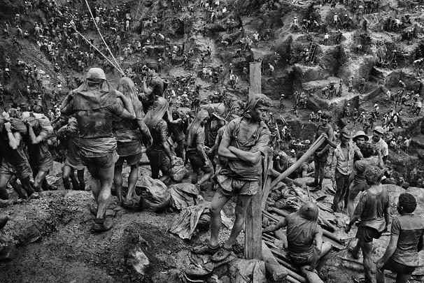 Foto de Sebastião Salgado tirada em Serra Pelada (PA). Brasileiro é um dos principais fotógrafos do mundo (Foto: Divulgação/ Sebastião Salgado/ Amazonas Images)