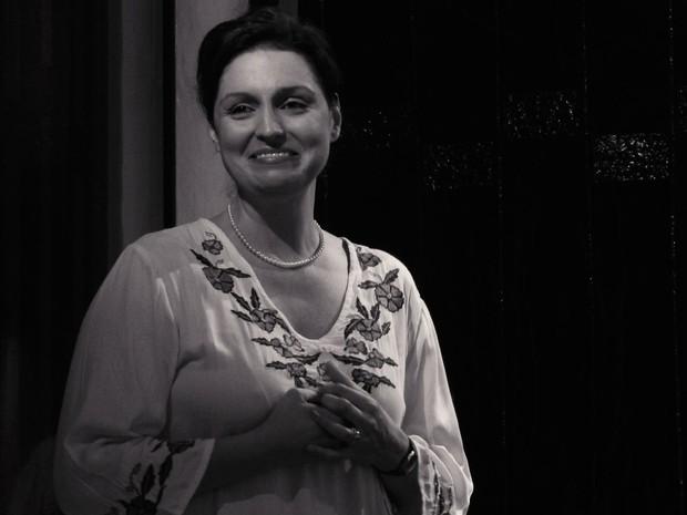 Zélia Gattai é vivida pela atriz Luciana Borghi (Foto: Divulgação)