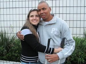 Os deficientes visuais Milena Ribeiro e Gilmar Ribeiro estão casados há dois anos (Foto: Anna Gabriela Ribeiro/G1)