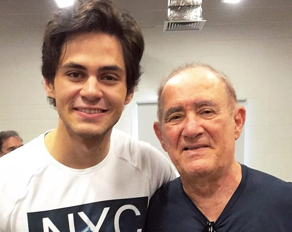 Lucas e Renato Aragão (Foto: Reprodução/Facebook/Lucas Veloso)