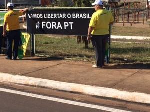 Manifestantes fazem ato contra a corrupção em Uberaba (Foto: Bruno Sousa/G1)