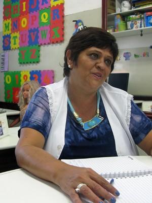 A professora Márcia Aparecia Fausto, de 48 anos, é responsável pelo apoio especializado a alunos com deficiência (Foto: Ana Carolina Moreno/G1)
