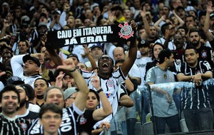 Torcida Corinthians x Danubio (Foto: Marcos Ribolli)