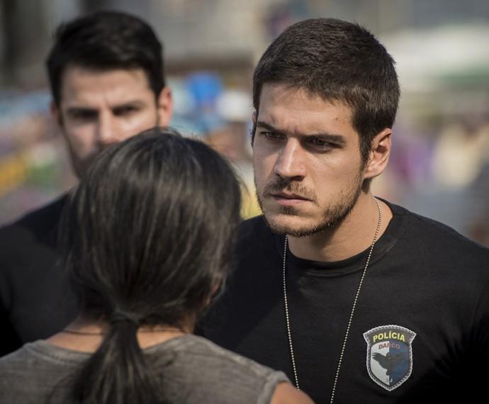 Correto e determinado! Assim é o policial Dante, papel de Marco Pigossi (Foto: Gshow)