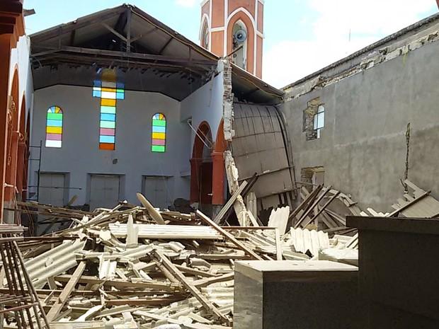Igreja Matriz Sagrado Coração de Jesus passava por reforma na cidade de Grossos (Foto: Isael Alcântara/O Facho de Grossos)