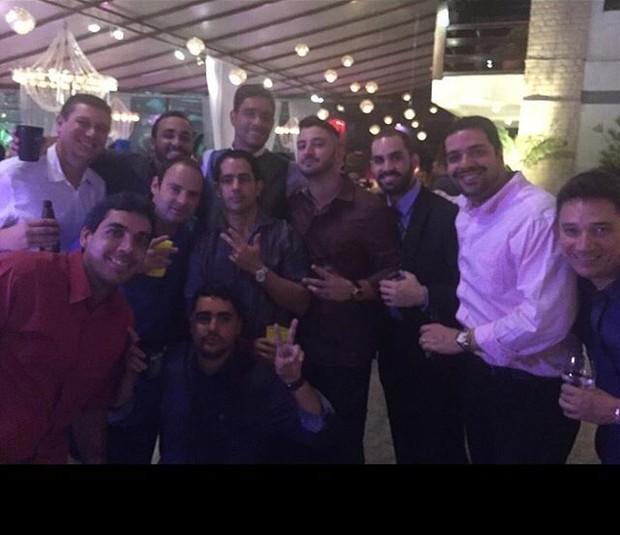 Amigos com Diego Grossi no casamento (Foto: Divulgação)