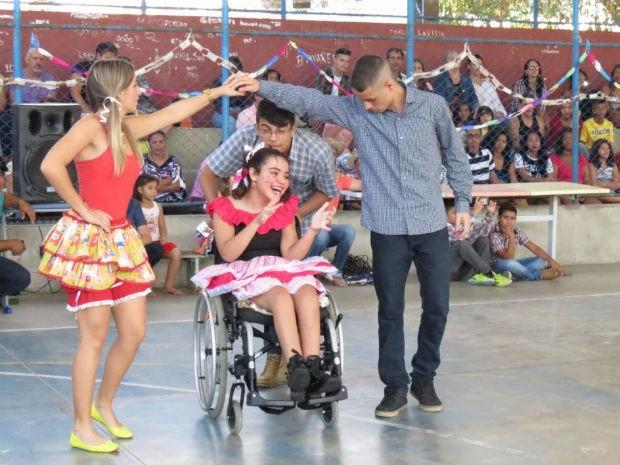 Tainara contou que já dançou quadrilha na cadeira de rodas outras vezes (Foto: divulgação)