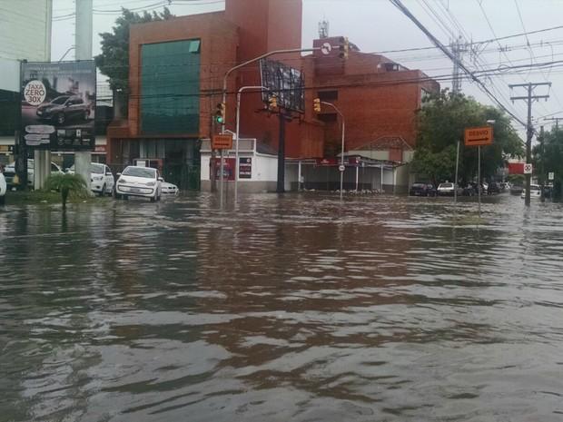 Bairro Navegantes fica alagado após chuva em Porto Alegre (Foto: Guilherme Flores/Arquivo Pessoal)