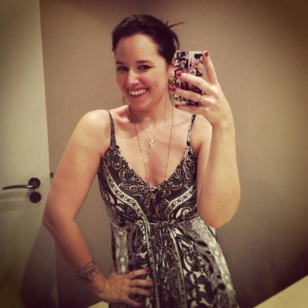 Mariana Belém é o Pos-Parto usando Vestido Estampado da Zazou Moda Gestante