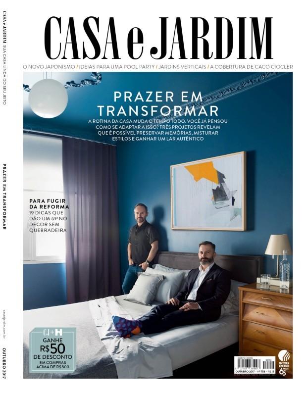Duddu Vanoni e Sérgio Clemes em seu apartamento em Porto Alegre (Foto: Mariana Boro / Editora Globo | Realização Cláudia Pixu)