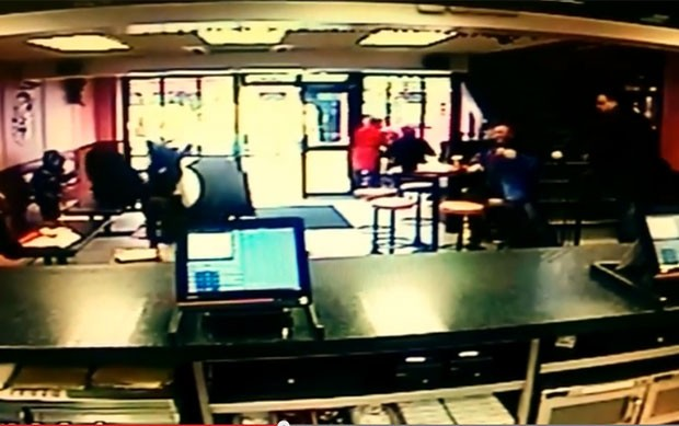 Incidente aconteceu perto do horário do almoço (Foto: Reprodução/YouTube/Jumbos Listowel)