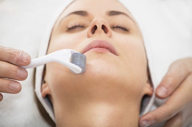 Dermaroller: promove a produção de colágeno e melhora o aspecto da pele do rosto (Foto: Think Stock)