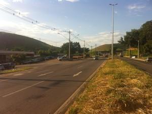 Crime aconteceu na BR-116 próximo ao ponto de apoio de uma empresa de ônibus (Foto: Diego Souza/G1)
