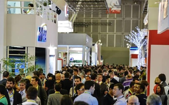 Figura 1: Corredores da exposição do Futurecom 2014 (Foto: B. Piropo)