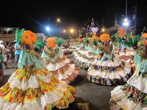 A ala das Baianas da Real Mocidade, a 'Ala das Quitérias'. (Foto: Luiz Linna / G1)